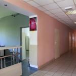 korytarz i wejście do pomieszczenia zarządzania Izbą